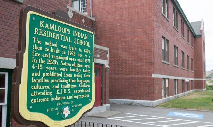 Останки 215 детей нашли на месте бывшей школы индейцев в Канаде