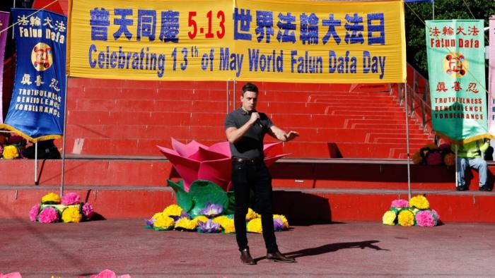 Морган Джонс, независимый журналист и генеральный директор MCJ, выступает на мероприятии Всемирного дня Фалунь Дафа в Мельбурне, Австралия, 8 мая 2021 г. (Thoai Nguyen / Epoch Times)