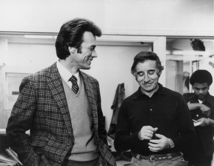 Режиссёры-постановщики Клинт Иствуд (слева) и Дон Сигел на съёмочной площадке «Грязного Гарри», примерно 1971 г.