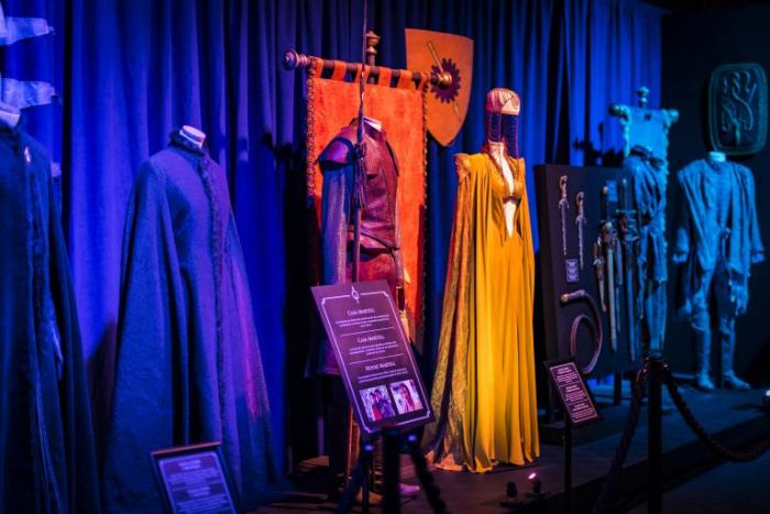 Клэптон черпала вдохновение в различных костюмах со всего мира.