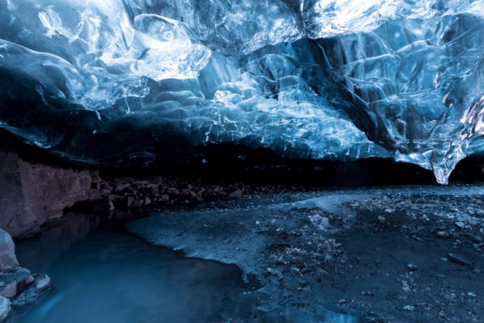 Синие расселины, крутые гребни и различные пропасти ледника Ватнайёкюдль — завораживающее зрелище