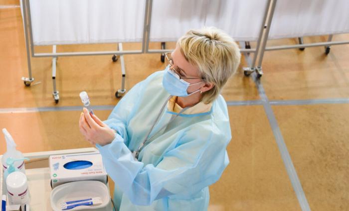 Ведущие учёные сомневаются в необходимости вакцинации против COVID-19