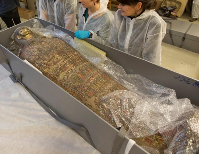 Исследователи из Варшавы, Польша, обнаружили, что мумия, которую когда-то считали священником-мужчиной, на самом деле является мумией беременной женщины, предположительно около 20 лет.