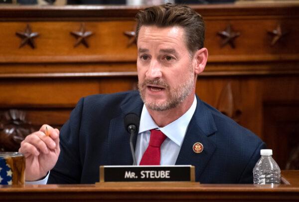 Le Грег Стьюб , представитель Республиканской партии от Флориды во время выступления перед юридической комиссией Палаты представителей в Капитолии в Вашингтоне 4 декабря 2019 года. (Saul Loeb-Pool/Getty Images)