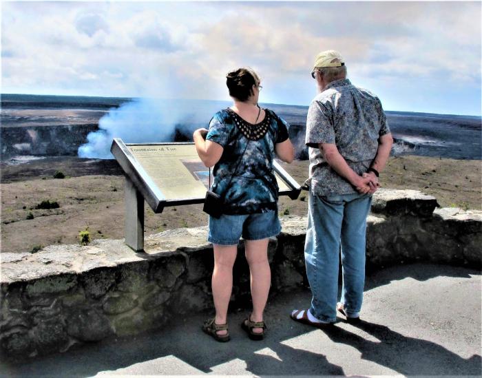 Гавайи, лава попадает в океан, вулкан