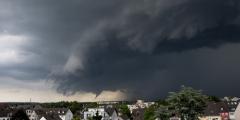 Два мощных торнадо обрушились на Китай. Погибли 12 человек