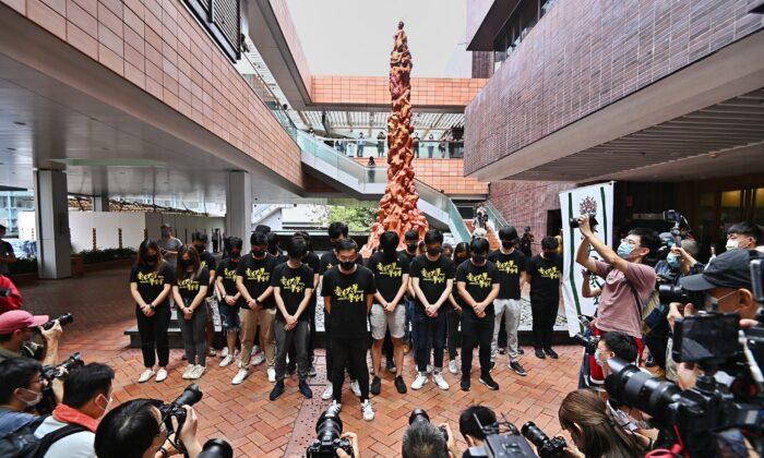 Студенты Гонконгского университета отметили годовщину кровавой бойни на площади Тяньаньмэнь у «Столпа позора»