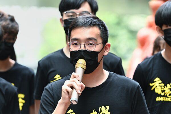 Чарльз Квок, президент Союза студентов Гонконгского университета, выступает перед «Столпом позора» в Гонконге 4 июня 2021 года.