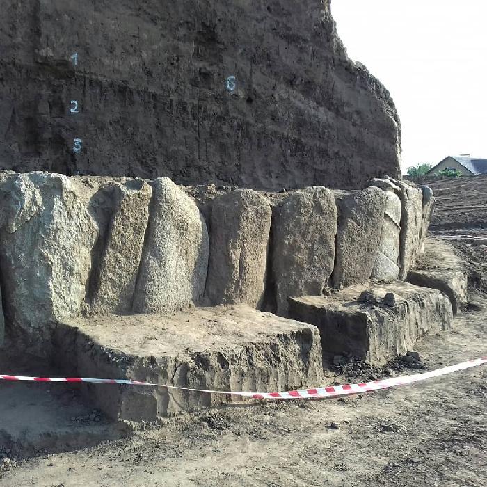 В Новоалександровке Днепропетровской области, Украина, обнаружено место древнего поселения эпохи неолита