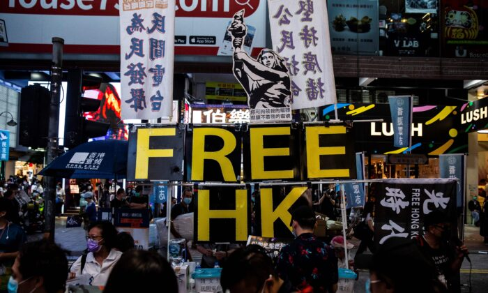 Пекин использует закон о национальной безопасности, чтобы «резко ограничить» свободу в Гонконге: доклад Великобритании