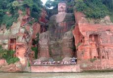 Чудесные проявления гигантской статуи Будды в Лэшане