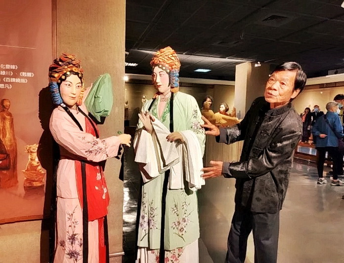 Известный скульптор и его ученик на Тайване