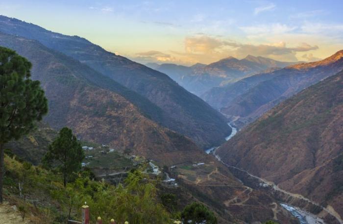 Китай подбирается к Бутану