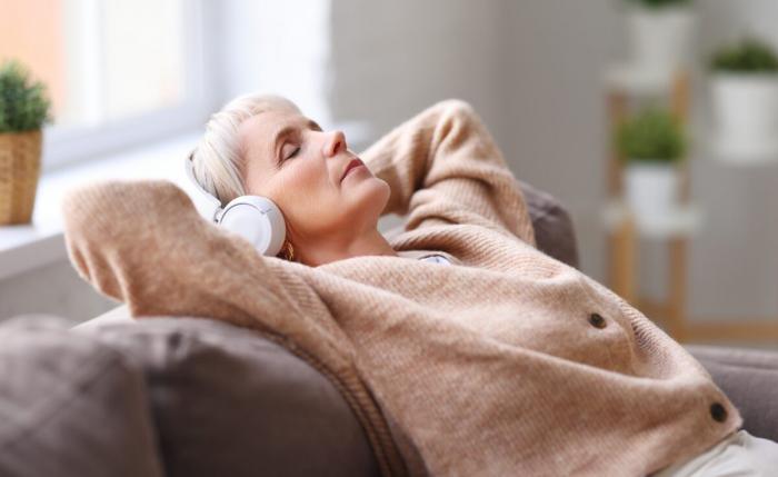 Спокойная музыка поможет при бессоннице у пожилых