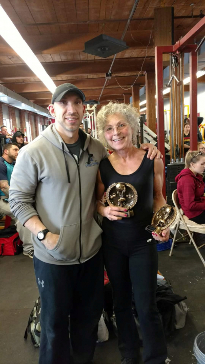 В свои 71 она установила 30 национальных и мировых рекордов по пауэрлифтингу