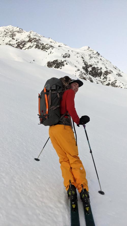 Кошка-альпинистка присоединилась к туристам и поднялась на вершину трёхтысячника