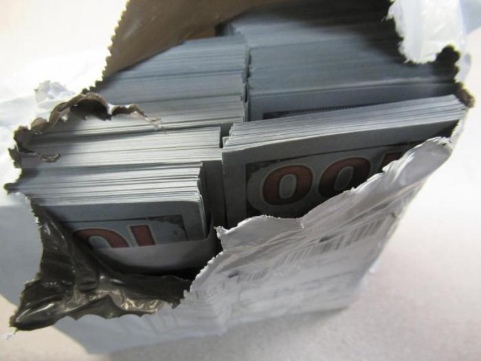 Старая тактика: кто, как и зачем отправляет фальшивые деньги в США