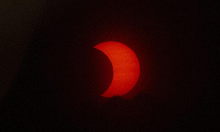 Кольцевое солнечное затмение заснял московский планетарий