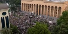 В Грузии четыре телеканала на сутки прекратили вещание в знак протеста против избиения журналистов