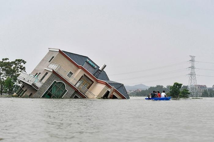 2 1 - Во время празднования своего 100-летия КПК запретила СМИ сообщать о наводнениях