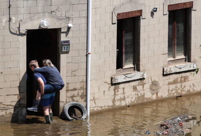 Меркель потрясена последствиями наводнений: Это ужасно