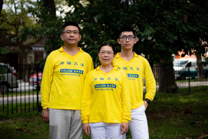 Фалуньгун, семья, парад