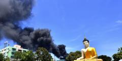 В Таиланде эвакуировали людей после взрыва на химическом заводе