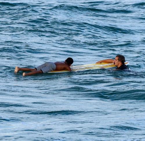 Ребёнка затягивало течением… но недалеко катались сёрфингисты