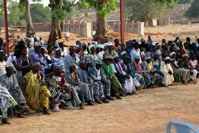 ET Olga Stavrakis Burkina Faso village 7 - Жители африканской деревни живут в богемной обстановке