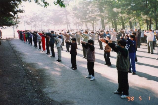 ET5 - 100 миллионов человек по всему Китаю делали эти упражнения в 1999 году, но где они сейчас?