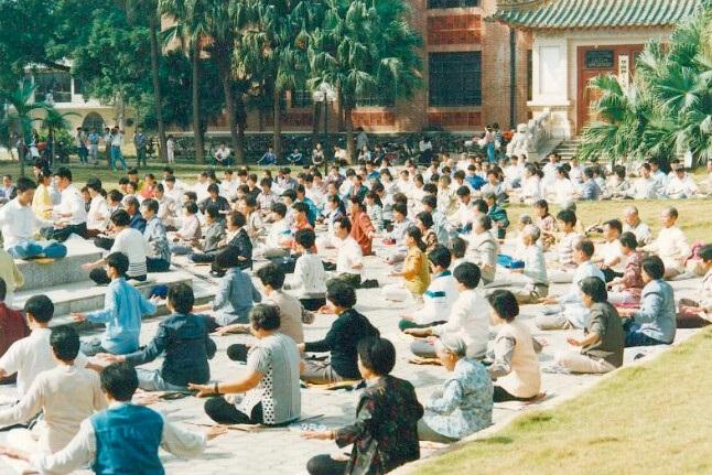ET8 - 100 миллионов человек по всему Китаю делали эти упражнения в 1999 году, но где они сейчас?