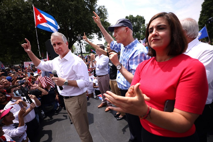 GOP lawmakers at white house cuba protest rally 1200x800 1 - Тысячи американцев присоединяются к маршу за свободу Кубы возле Белого дома