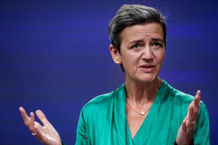 Лидеры США и Европы предупреждают, что Китай устанавливает стандарты в области искусственного интеллекта