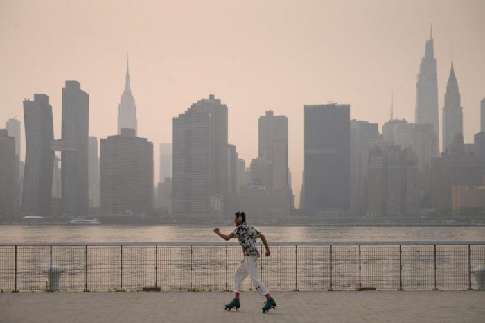 Дым от лесных пожаров на западе США и Канады окутал Нью-Йорк и Онтарио