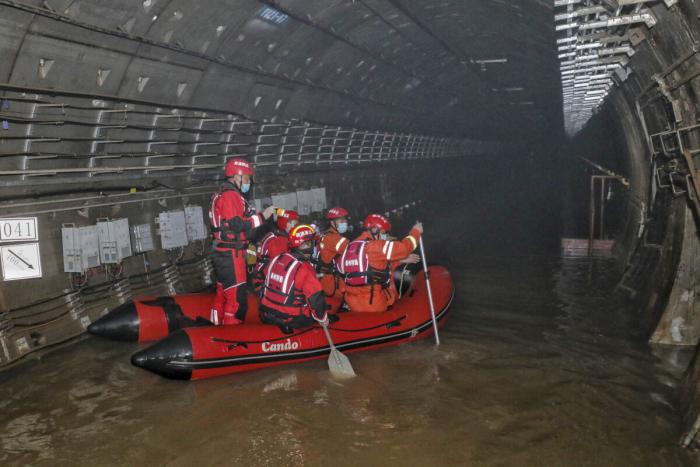 Что произошло в метро Чжэнчжоу в Китае. Трагедия двух овдовевших женщин