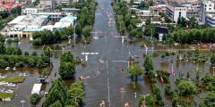 Жители, пострадавшие от наводнения в провинции Хэнань, говорят, что не получили помощи от государства, помогают волонтёры