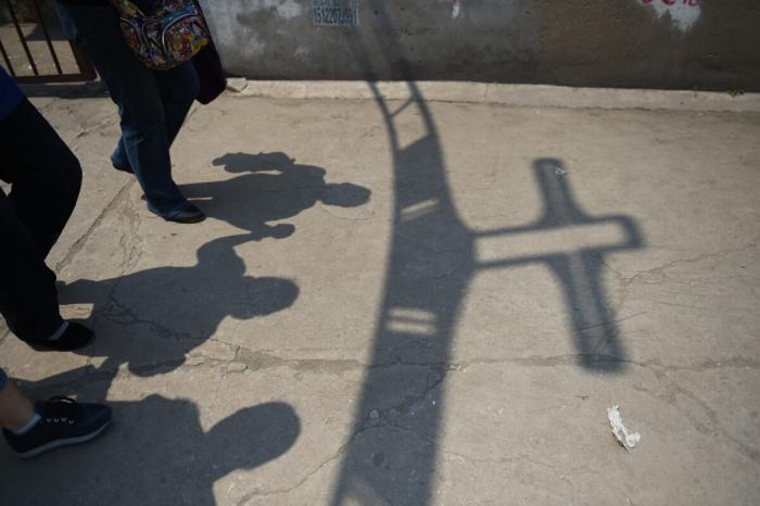 Вместо Бога: столетняя война компартии Китая против веры