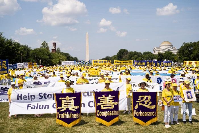LDB03336 1 1200x800 1 - Фотогалерея: Марш последователей Фалуньгун в Вашингтоне призывает к прекращению 22-летнего преследования в Китае