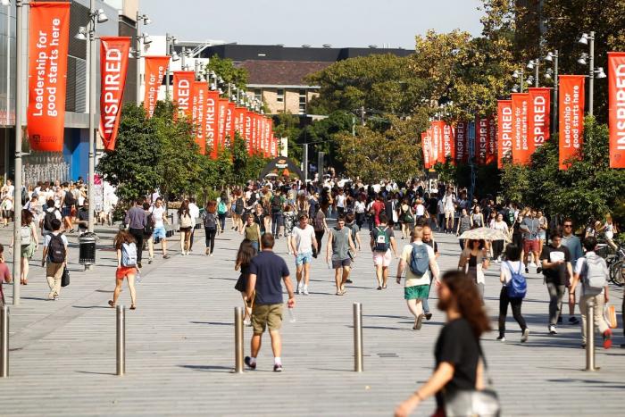 «Я наблюдаю за тобой». Слежка Пекина за студентами и преподавателями в университетах Австралии