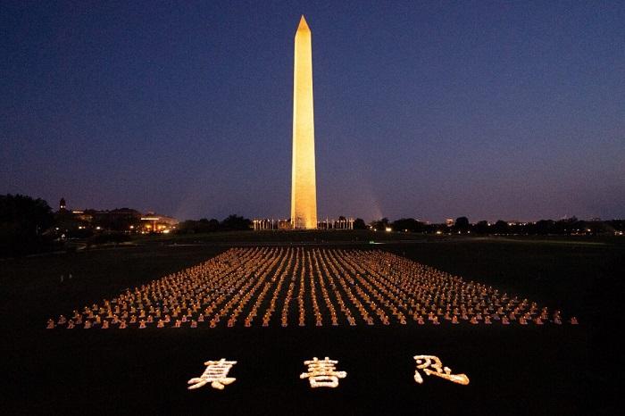 Vigil 1200x800 1 - Фотогалерея: Марш последователей Фалуньгун в Вашингтоне призывает к прекращению 22-летнего преследования в Китае