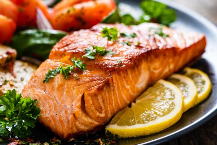 Диета, содержащая рыбий жир и мало растительного масла, поможет людям, страдающим мигренью