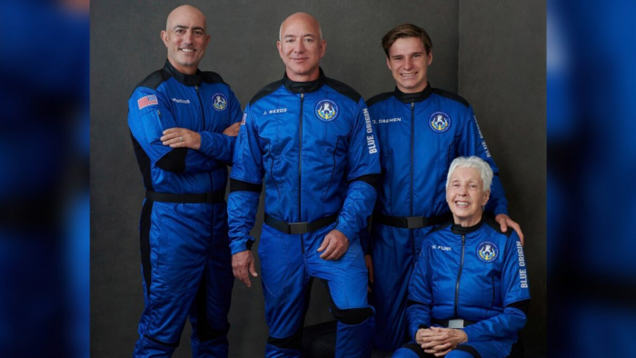 Джефф Безос слетал в космос и вернулся