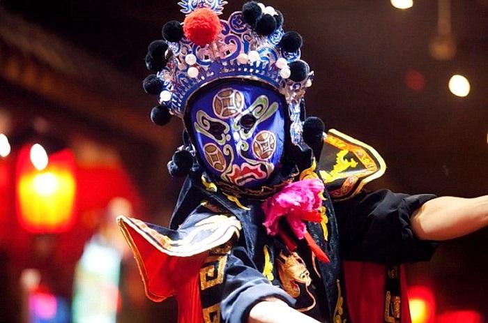 chinese opera blue mask 2021 07 13 1037 768x508 0 - Каково значение маски в китайской опере?
