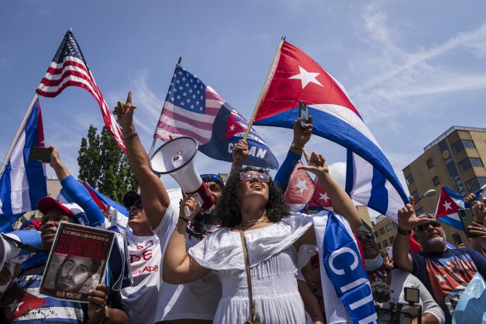 cuba protest white house e1627462144895 - Тысячи американцев присоединяются к маршу за свободу Кубы возле Белого дома