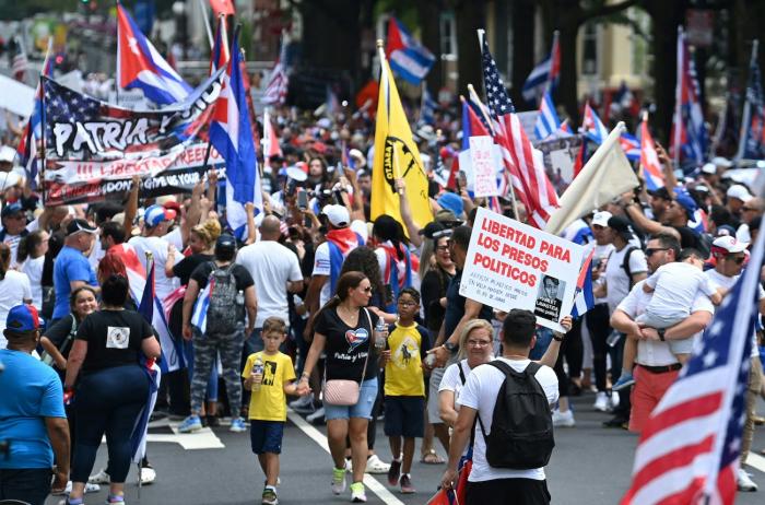 freedom march cuba e1627462748776 - Тысячи американцев присоединяются к маршу за свободу Кубы возле Белого дома