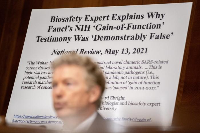 Сенатор Пол вновь столкнулся с Фаучи из-за финансирования NIH лаборатории Ухани