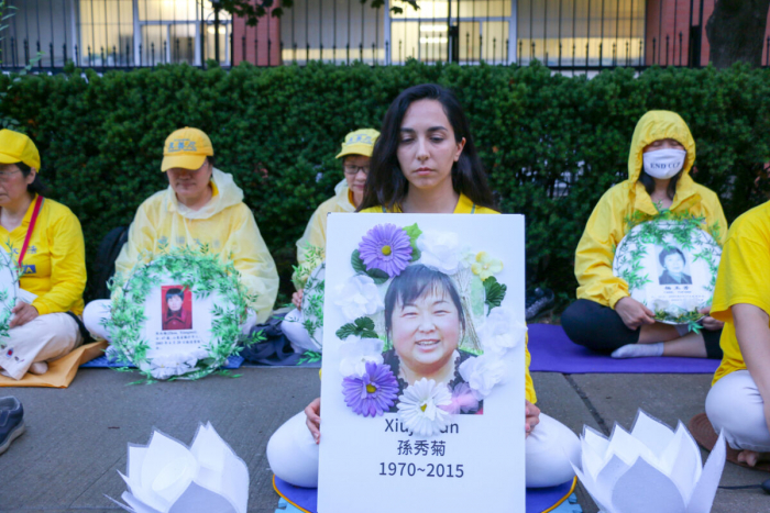 В Торонто последователи Фалуньгун провели акцию со свечами в память о жертвах репрессий в Китае