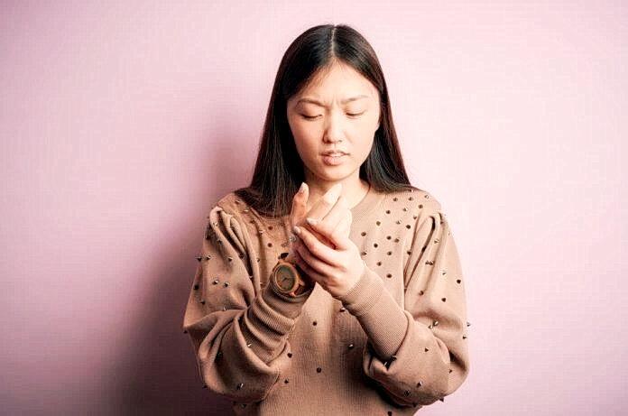 Массируйте пальцы и руки при лёгких заболеваниях
