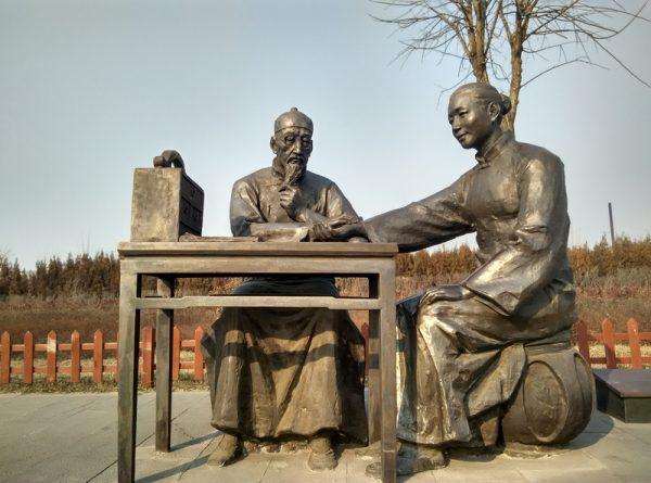 sculptures in Qiao family courtyard 600x445 1 - Деловой мир на протяжении 500 лет