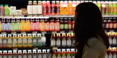 Опрос: Вся зарплата уходит на еду у 16% россиян, у 60% — больше половины